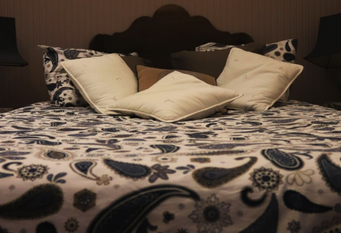 Hybrid vs. Innerspring Mattresses: What's the Difference?
